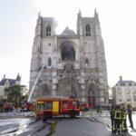 Arden las catedrales francesas: ¿La fase final de la descristianización?