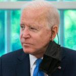 """La adminsitración Biden contempla exigir mascarillas a los """"vacunados"""""""